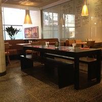 Photo taken at Pizza Hut by Fernanda A. on 6/8/2012