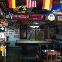 Photo prise au Treff Pub Alemán par Samiah N. le4/25/2012