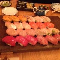 4/15/2012 tarihinde Edward T.ziyaretçi tarafından Sushi Yasuda'de çekilen fotoğraf