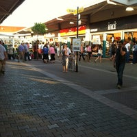 Foto tirada no(a) Outlet Center por Ugur A. em 6/16/2012