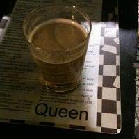 Foto tirada no(a) Queen Pizza por Camille B. em 5/7/2012