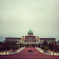 Photo taken at Kompleks Jabatan Perdana Menteri by Ehsan Hanafi on 3/12/2012