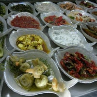3/19/2012 tarihinde Öslem G.ziyaretçi tarafından Ayvalık Meze Balık'de çekilen fotoğraf