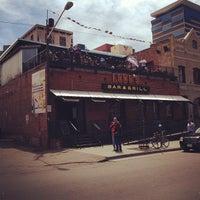 Foto tomada en Lodo's Bar And Grill por Dwayne D. el 4/29/2012