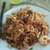 Photo taken at Siam Road Charcoal Char Koay Teow by Jessie C. on 3/8/2012