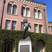 Photo taken at Tommy Trojan by Masashi S. on 2/24/2012