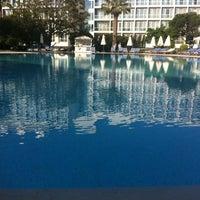 5/7/2012 tarihinde Suzette V.ziyaretçi tarafından Swiss Otel Havuz'de çekilen fotoğraf