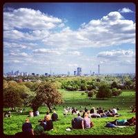 Foto tomada en Primrose Hill por Paul in L. el 5/13/2012