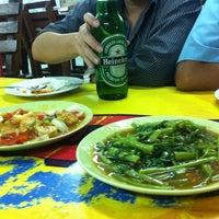 Photo taken at ร้านน้อยมือเติบ by Pahon T. on 7/6/2012