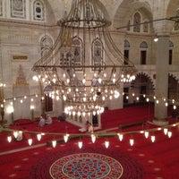 Das Foto wurde bei Edirnekapı Mihrimah-Sultan-Moschee von Tuba A. am 8/18/2012 aufgenommen
