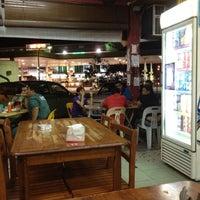 รูปภาพถ่ายที่ Selera Kampung Medan Jaya โดย -Arman A. เมื่อ 2/25/2012