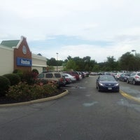 Photo taken at Williamsburg Premium Outlets by Hussam F. on 7/14/2012