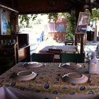 8/1/2012 tarihinde 🌸 Berna K.ziyaretçi tarafından Athena Balık Restaurant'de çekilen fotoğraf