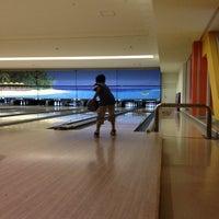 Photo taken at 湘南とうきゅうボウル by Yasuhiro S. on 9/2/2012