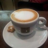 Foto diambil di Caffè Latte oleh Marcelo A. pada 7/23/2012