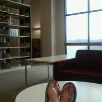 Foto tomada en Houston Cole Library  por Tori K. el 7/9/2012
