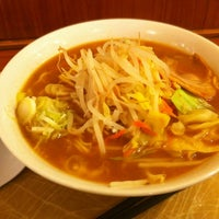 Photo taken at 中華そば千代松 海浜幕張店 by Hideki M. on 3/29/2012