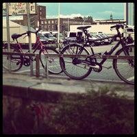 Das Foto wurde bei Lagerstrasse Parkplatz von trish t. am 8/25/2012 aufgenommen