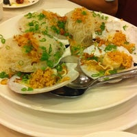 Photo taken at East Harbor Seafood Palace (迎賓大酒樓) by Christine L. on 8/2/2012
