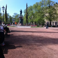 Photo taken at Esplanadin puisto by Jyrki R. on 5/24/2012