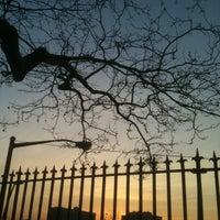 Foto tirada no(a) John Jay Park por David B. em 3/23/2012