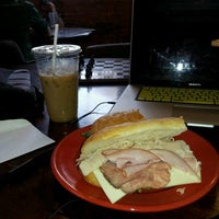 Foto scattata a Hudson River Coffee House da Timmy K. il 6/18/2012