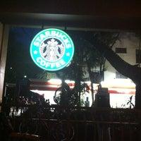 Foto tomada en Starbucks por Rolando A. el 2/20/2012