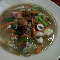 Photo taken at Restoran Sajian TMJ by Aiman Y. on 4/15/2012