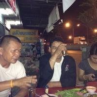 Photo taken at หมูอ้วน ชวนแวะ จิ้มจุ่ม @ บางขุนเทียนชายทะเล by Tonkla M. on 5/9/2012