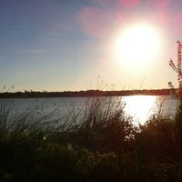Foto tirada no(a) White Rock Lake Bike & Hiking Trail por Victoria V. em 9/11/2012