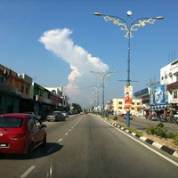 Photo taken at Pekan Banting by Halip H. on 5/19/2012