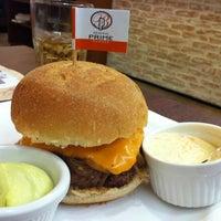 Foto tirada no(a) General Prime Burger por Tatiana T. em 2/12/2012