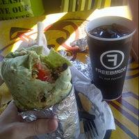 8/29/2012 tarihinde Zac C.ziyaretçi tarafından Freebirds World Burrito'de çekilen fotoğraf