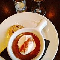 Foto tomada en Meriwether's Restaurant por Knight Y. el 6/26/2012