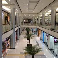 Foto tirada no(a) Shopping Jardim Sul por Marcos F. em 4/18/2012