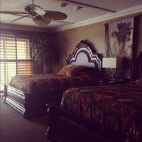 Foto tomada en Pacific Terrace Hotel por Christina el 5/21/2012