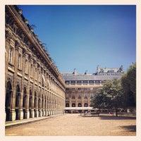 Foto tirada no(a) Jardin du Palais Royal por Jacques S. em 7/24/2012