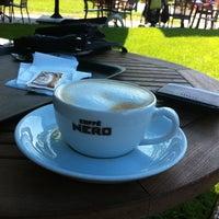 รูปภาพถ่ายที่ Caffè Nero โดย Cihan™✅ Y. เมื่อ 5/30/2012