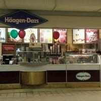 Снимок сделан в Haagen-Dazs Mall пользователем C B. 7/27/2012