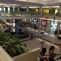 Foto tomada en Kukulcan Plaza por Marinieves. el 7/29/2012