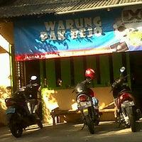 Photo taken at Nasi Pecel Pak Bejo. Sumberjo, sanankulon. Blitart by Darish H. on 5/22/2012
