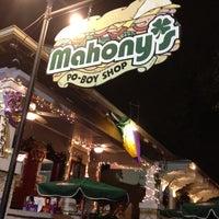 Foto diambil di Mahony's Po-Boy Shop oleh Lyda C. pada 2/18/2012