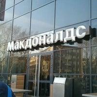 Снимок сделан в McDonald's пользователем Ruojmi F. 4/16/2012