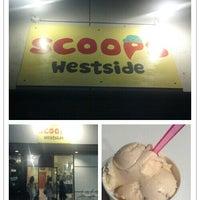 Foto tomada en Scoops Westside por Joseph S. el 7/25/2012