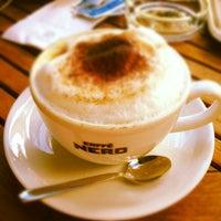 รูปภาพถ่ายที่ Caffè Nero โดย Simge เมื่อ 8/31/2012