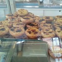 6/28/2012 tarihinde Kevin D.ziyaretçi tarafından Pastelaria Garcia'de çekilen fotoğraf