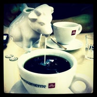 Photo taken at Illy Espressamente by Trissie C. on 2/24/2012