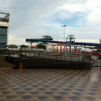 รูปภาพถ่ายที่ Jurong West Swimming Complex โดย Yi P. เมื่อ 5/31/2012