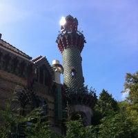 Foto tomada en El Capricho de Gaudí por Jordi Herraiz el 8/28/2012