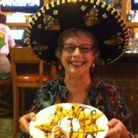 Foto tomada en La Parrilla Mexican Restaurant por Chelby M. el 5/2/2012
